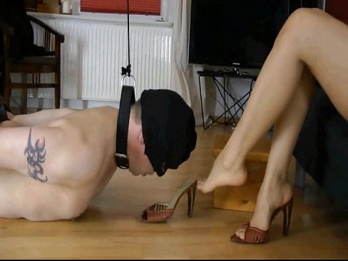 Femdom Action – German Goddess Leyla Dominates Her Slave