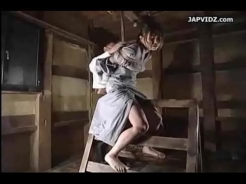 スパンキング拷問される美人奴隷