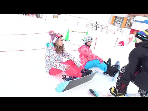 めちゃくちゃ可愛いビッチな素人ギャルをスキー場でナンパして3Pセックスしちゃってます