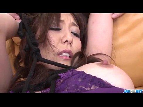 朝桐光が紫のエロ下着で男達を挑発!どんどんと男たちをフェラチオで口抜きしていく黒マンコ女ww