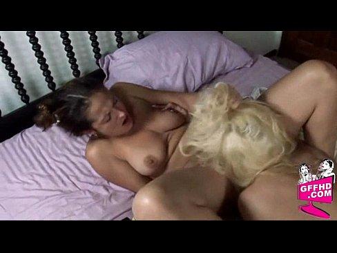 красивая женская пизда в трусах ебля
