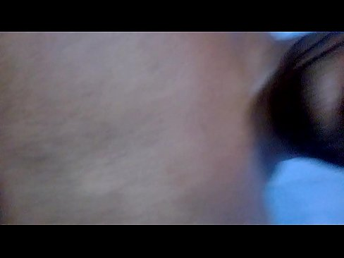 morocha latina moviendo la cola de maravilla en el telo