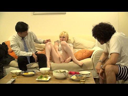 【無料エロ動画】パイパン白人新妻を会社の同僚と共有する