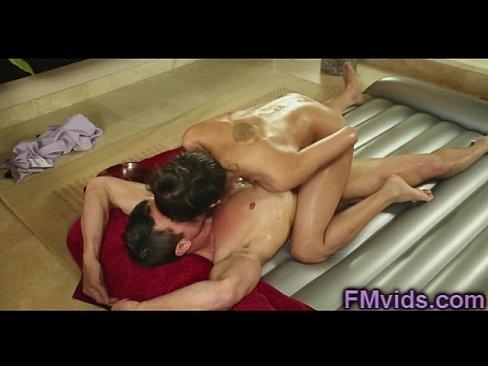 Хлоя Амур дает удивительный японский массаж