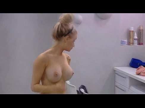 bb johanna suihkussa hot girl sex