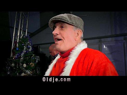 Gangbang De Natal Com Oito Velhos Fodendo A Novinha Peituda Julie Skyhigh