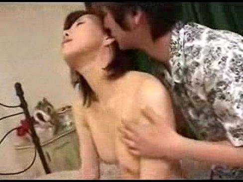 四十路の熟女の不倫無料jyukujyo動画。夫には内緒で始めたSNSで年下男に好意を持ち不倫セックスに発展する四十路熟女…初めての他人棒の快楽に身を悶えさせて絶頂する…
