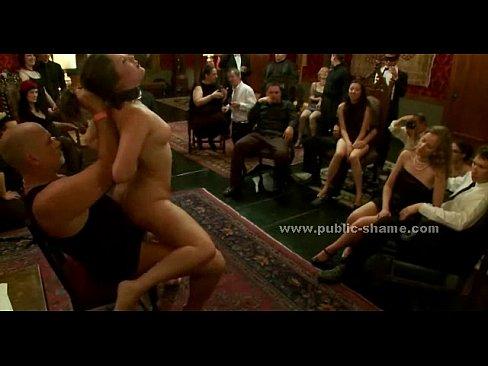 bigbooty modler in club