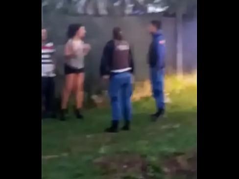 Haciendo un pete en la calle, los detiene la policia en Costanera Zárate Apsara