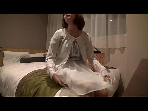 【パンスト動画】ベットまで我慢できずにラブホの玄関でエッチしちゃう素人カップル