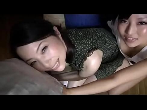 【xvideos】スレンダーな熟女人妻の他人棒浮気フェラセックス中出し...