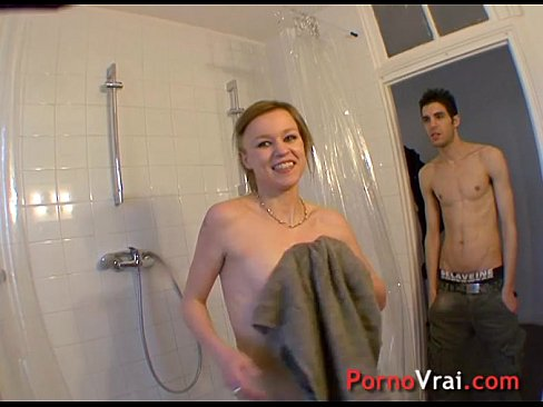 Blonde exhib aime se faire brutaliser sans se defendre !! French amateur