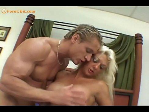 порно видео мать ласкает сына:
