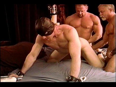видео гея наказали