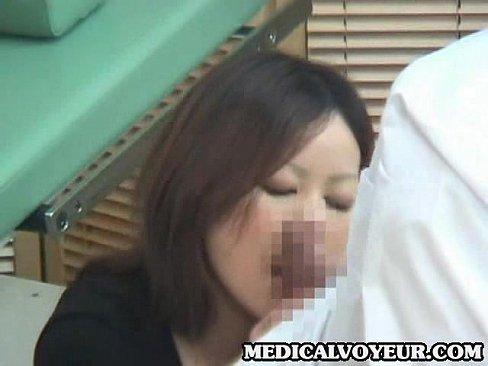 セックスレスのぽっちゃり太った素人奥さん。産婦人科で診察で「我慢出来ない‥」と口走ってしまい、お医者さんに中出しされる一部始終。
