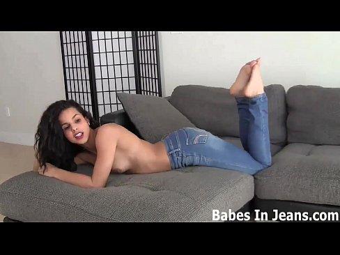 Носить рваные джинсы делают мою киску мокрую