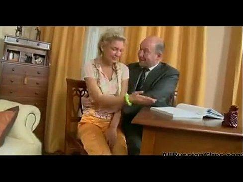 Папа развел дочь на секс