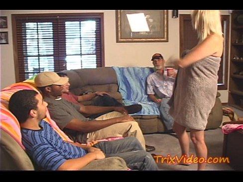 Porno Familiar De Mae Assanhada Se Oferecendo Para Orgia