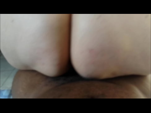 Gorda branquela da bunda gigante sentando na pica