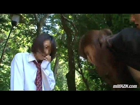 【女教師の熟女・人妻動画】教え子のJKの身代わりに犯されるスーツ姿の女教師!野外で教え子に見られながらのSEX!