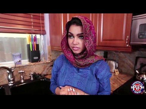 Serviço de limpeza arabe com direito a sexo