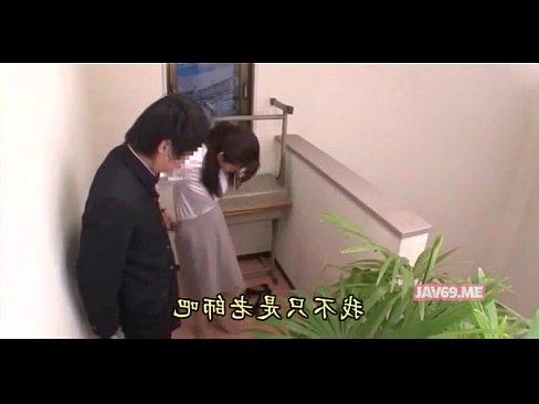 【xvideos】ストッキングの熟女先生女教師の、三浦恵理子の手コキ無...