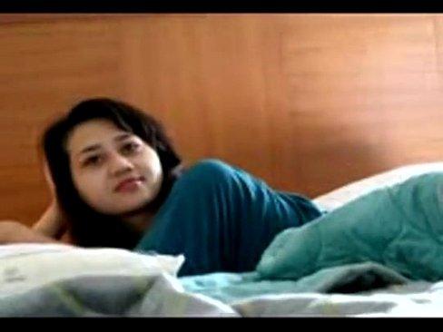 jovencita chinita de 18 años teniendo sexo con  señor que le dobla la edad