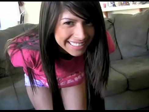 Ninfeta mostrando o peitos grande na webcam