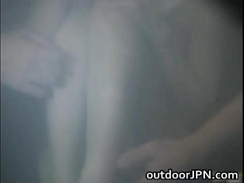 【無料エロ動画】混浴に美女が紅一点。自然と輪姦陵辱プレイに発展です