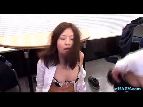 【OLセックス動画】いつも厳しい先輩OLに男二人がかりで仕返しセックス!日ごろの恨みを晴らすように犯し続ける!