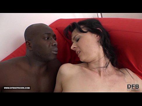 Cena quente de sexo interracial
