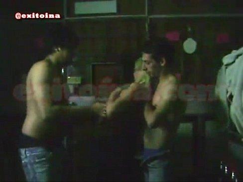Trio safadinho se agarrando em video erótico