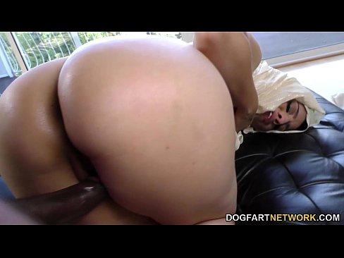 Nadia doidinha por uma jeba preta.