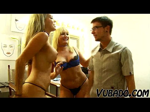 http://img-l3.xvideos.com/videos/thumbslll/3d/20/17/3d20178a0e2a46862ea7e6f306abf703/3d20178a0e2a46862ea7e6f306abf703.1.jpg