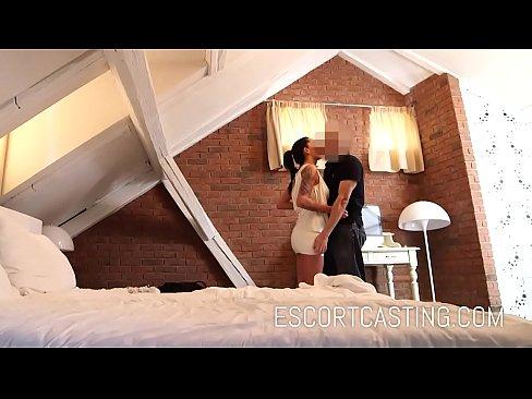 Escorta Filmata Cu Camera Ascunsa De Un Mos Care Vrea Material De Laba