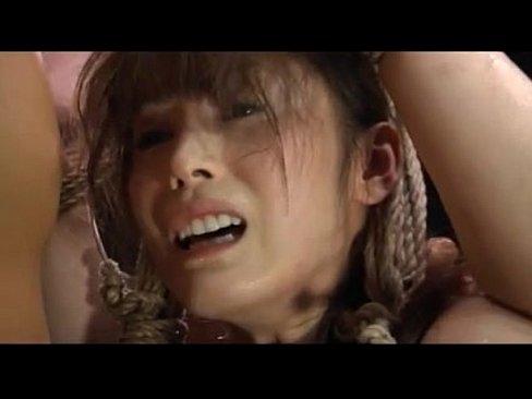 悲慘的肉便器生活 綑綁倒吊漂亮女孩 每天精液灌溉..。