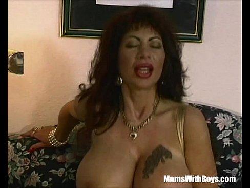 Film Porno Vechi Cu O Bruneta Tatoasa Fututa De Un Neamt