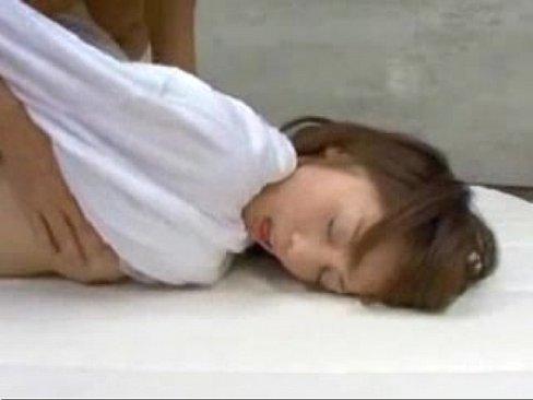 ピュア系JKの初めての快感!口元から垂れる精子がエロい