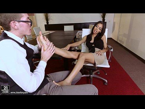 Latina Shay Evans does Footjob