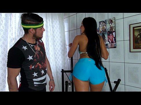 Bomba Sexy Romanca Face Sport Acasa Cu Sotul Care O Fute Anal