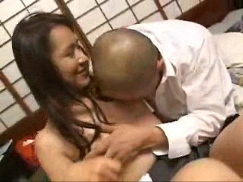 性欲旺盛の男子学生に美人メガネ家庭教師が強引に濃厚ディープキスされ襲われるwww