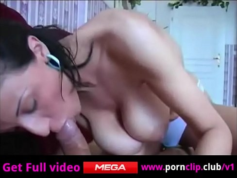 На домашнем порно я трахаю зрелую брюнетку