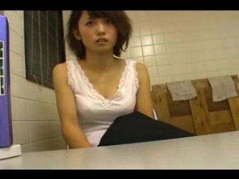 【無料エロ動画】万引きで捕まった先生が許してほしくて体を捧げる