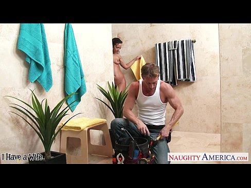 シャワールームで誘う外国人