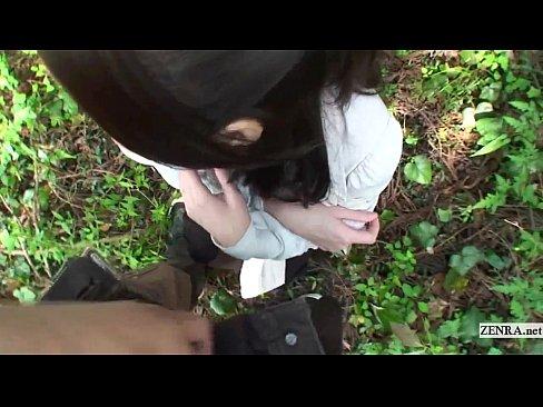 野外にて、熟女の露出無料obasan動画。大きくエッチな乳輪の人妻が野...