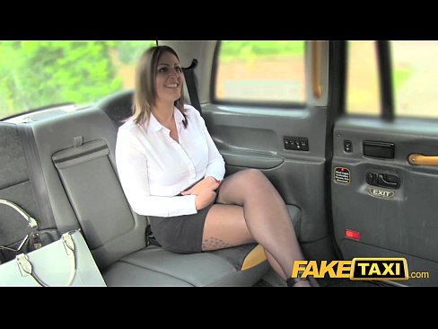 Taxista Seduz Passageira Coroa E Soca A Pica Nela – Sexo No Carro