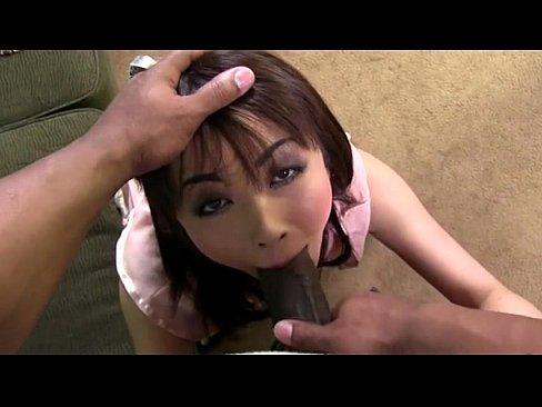 【無修正】茶髪で巨乳で美人のお姉さんがソファーの上で2本の黒人チ○ポに2穴を串刺しされてます!