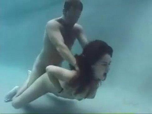 Sexo Bajo El Agua