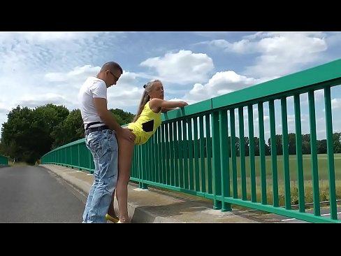 Fazendo sexo em cima da ponte