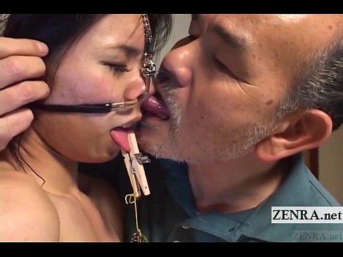 クロ髪細身な美10代小娘をキチクオヤジがガチ拷問。鼻フック、舌に洗濯バサミを付けながら臭い口で顔中をナメ回す。